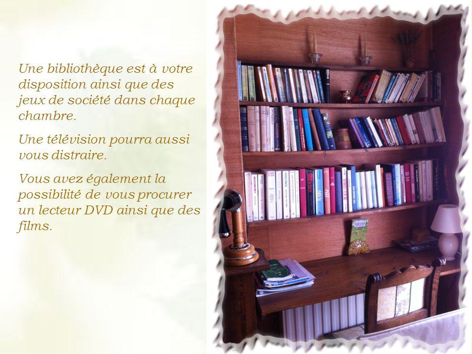 Une bibliothèque est à votre disposition ainsi que des jeux de société dans chaque chambre.