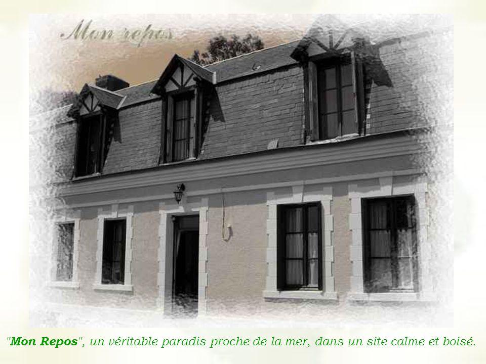 Dans un ancien corps de ferme, cette maison de caractère en briques et silex propose des chambres de charme à la décoration soignée.
