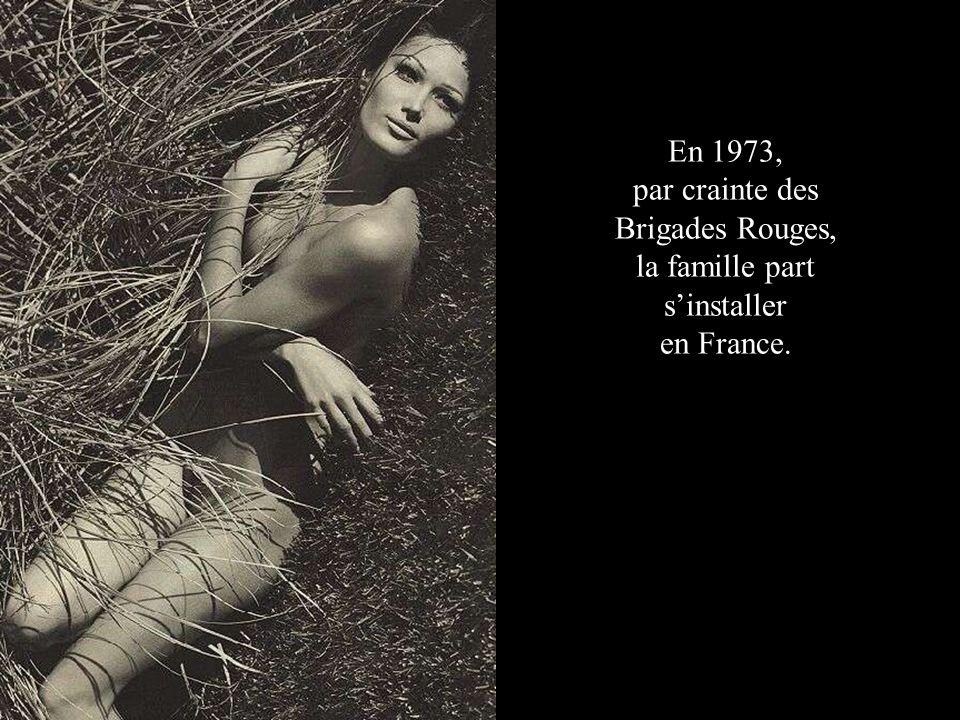 En 1973, par crainte des Brigades Rouges, la famille part sinstaller en France.