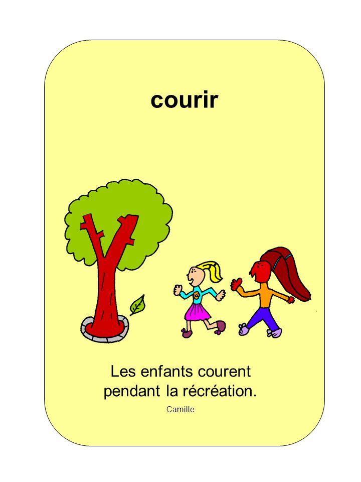 Les enfants courent pendant la récréation. Camille courir