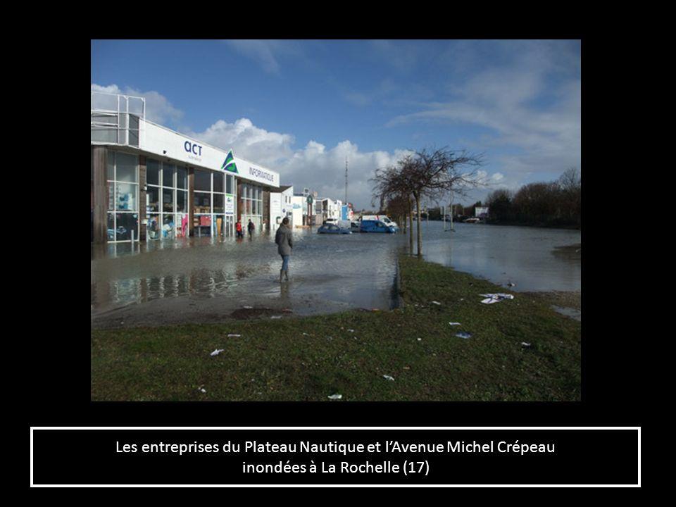 Les entreprises du Plateau Nautique et lAvenue Michel Crépeau inondées à La Rochelle (17) Les entreprises du Plateau Nautique et lAvenue Michel Crépea