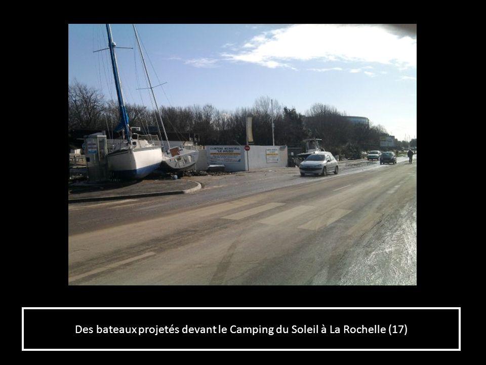 Des bateaux projetés devant le Camping du Soleil à La Rochelle (17)