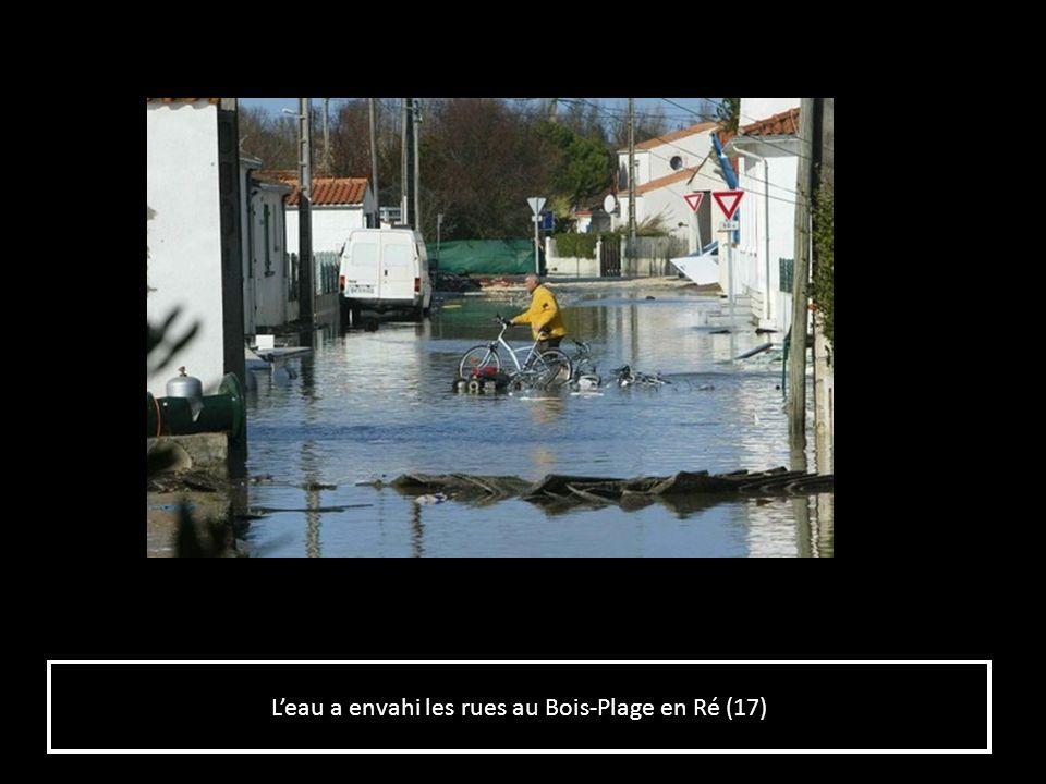 Les entreprises du Plateau Nautique et lAvenue Michel Crépeau inondées à La Rochelle (17) Les entreprises du Plateau Nautique et lAvenue Michel Crépeau inondées à La Rochelle (17)