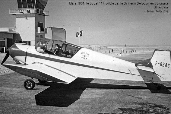 Mars 1961, le Jodel 117, piloté par le Dr Henri Deloupy, en voyage à Ghardaïa (Henri Deloupy)