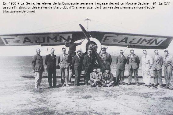 En 1930 à La Sénia, les élèves de la Compagnie aérienne française devant un Morane-Saulnier 191. La CAF assure linstruction des élèves de lAéro-club d