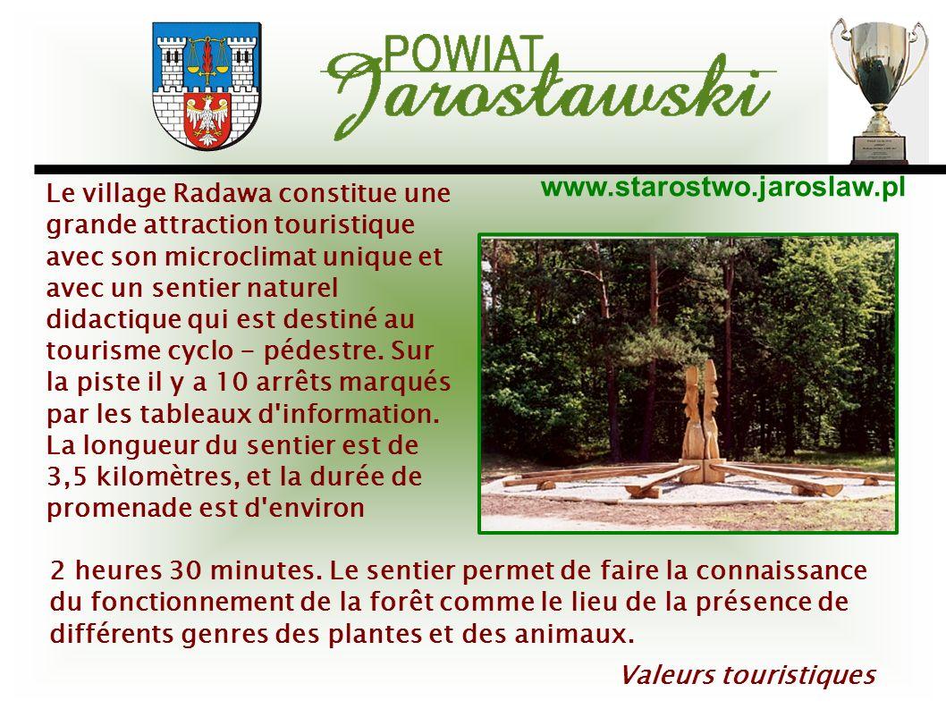 www.starostwo.jaroslaw.pl Valeurs touristiques Le village Radawa constitue une grande attraction touristique avec son microclimat unique et avec un se