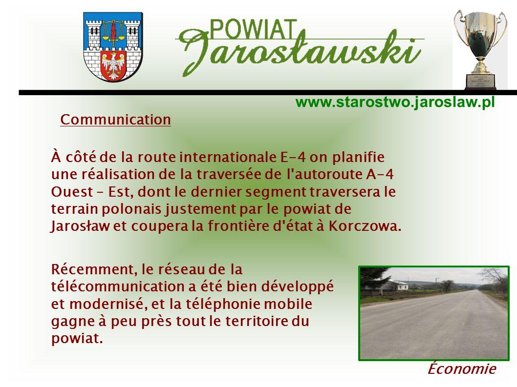 www.starostwo.jaroslaw.pl Économie À côté de la route internationale E-4 on planifie une réalisation de la traversée de l'autoroute A-4 Ouest – Est, d