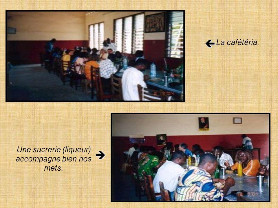 Équipe du 2ième cursillo au Bénin. Les candidats et léquipe. Premier à gauche, Florent, recteur.