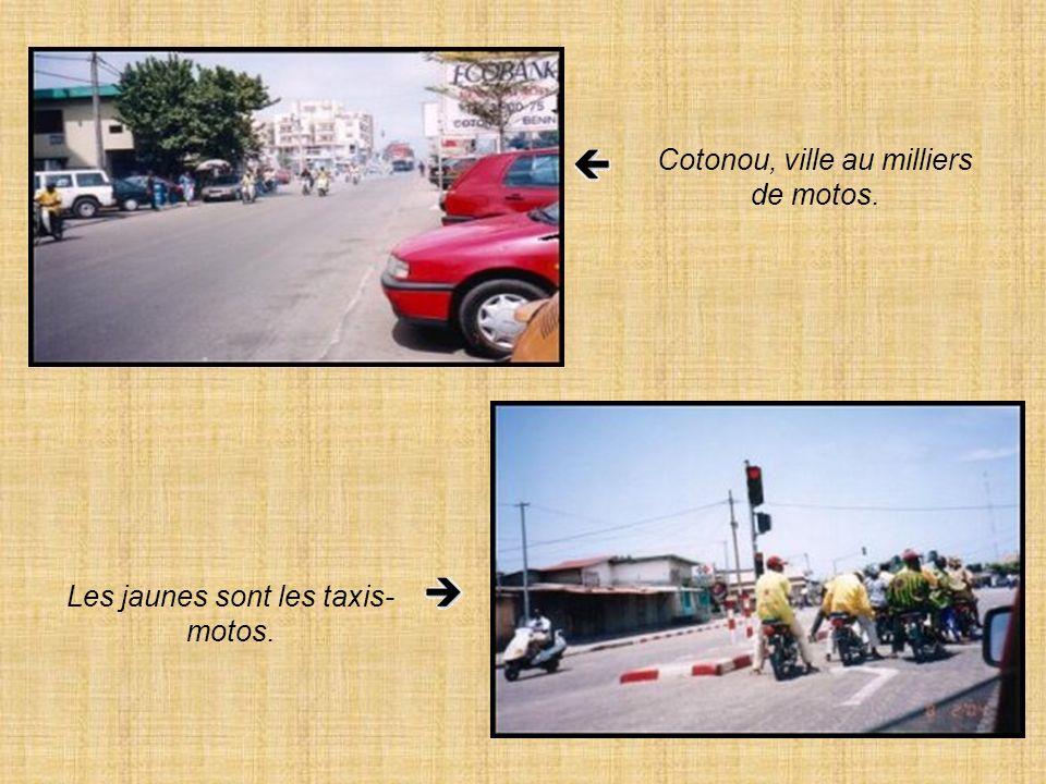 Cotonou, ville au milliers de motos. Les jaunes sont les taxis- motos.