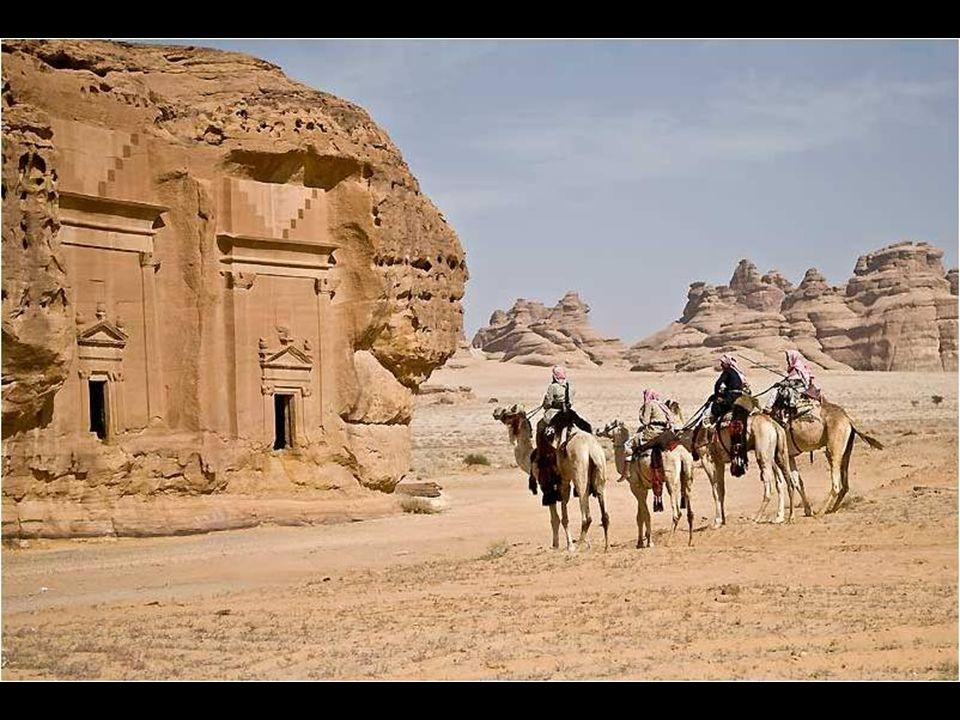 Curieusement, presque tout le monde connaît l'existence des vestiges de Petra, mais peu connaissent ce lieu. Mada'in Saleh, c'était quelque chose comm