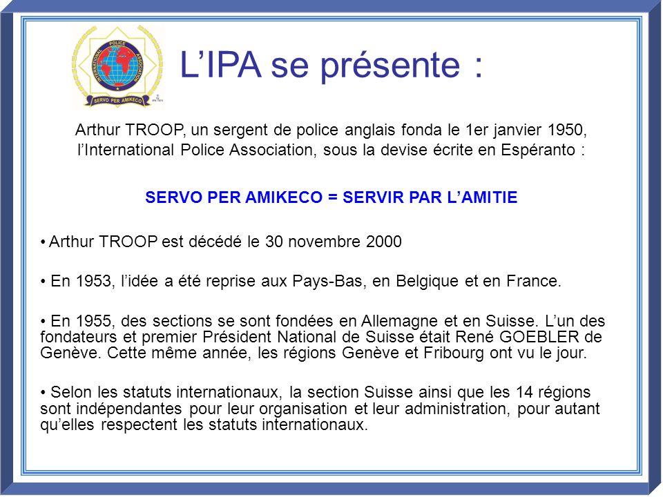 Arthur TROOP, un sergent de police anglais fonda le 1er janvier 1950, lInternational Police Association, sous la devise écrite en Espéranto : SERVO PE