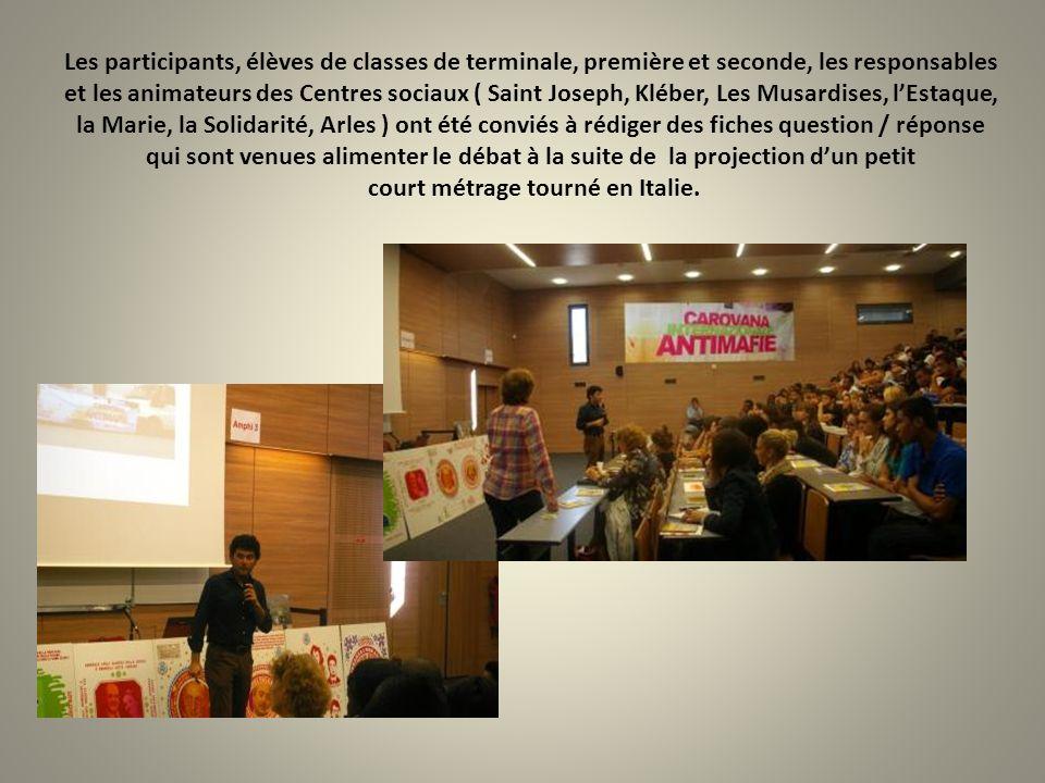 Les participants, élèves de classes de terminale, première et seconde, les responsables et les animateurs des Centres sociaux ( Saint Joseph, Kléber,