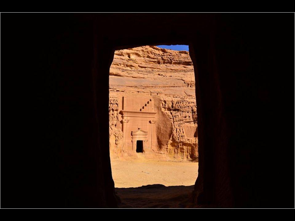 Thamudis et anciennement habitées par des Nabatéens, Mada'in Saleh est le premier site de ce qui est maintenant l'Arabie saoudite, inscrit en tant que
