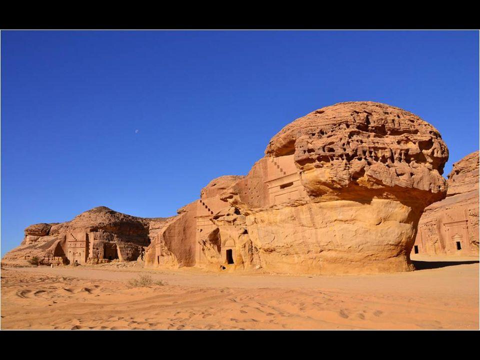 Mada'in Saleh est le nom de vestiges archéologiques en Arabie Saoudite. Il s'agit d'une ville taillée dans le grès presque inconnu, et pourtant leurs