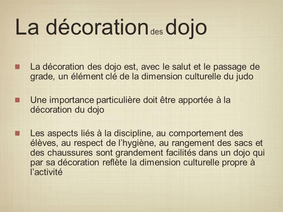 La décoration des dojo La décoration des dojo est, avec le salut et le passage de grade, un élément clé de la dimension culturelle du judo Une importa
