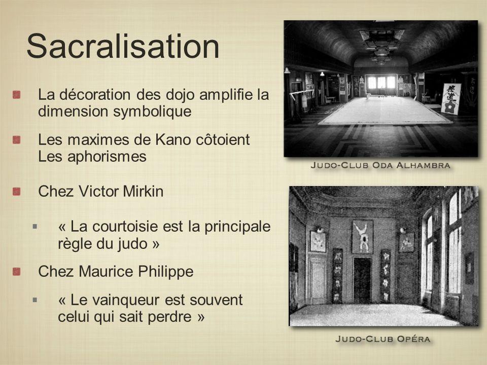 La décoration des dojo amplifie la dimension symbolique Les maximes de Kano côtoient Les aphorismes Chez Victor Mirkin « La courtoisie est la principa
