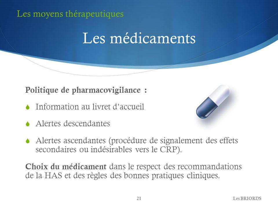 Les médicaments Politique de pharmacovigilance : Information au livret daccueil Alertes descendantes Alertes ascendantes (procédure de signalement des