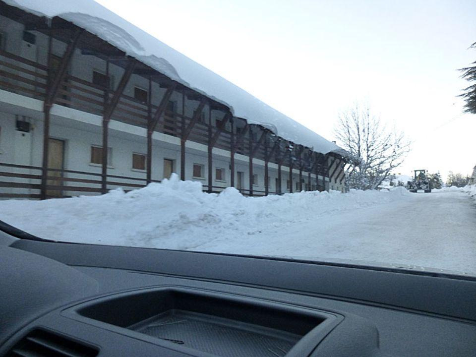 Arrivés au bout de la route, se garer sur laire de parking sans gêner laccès aux autres maisons