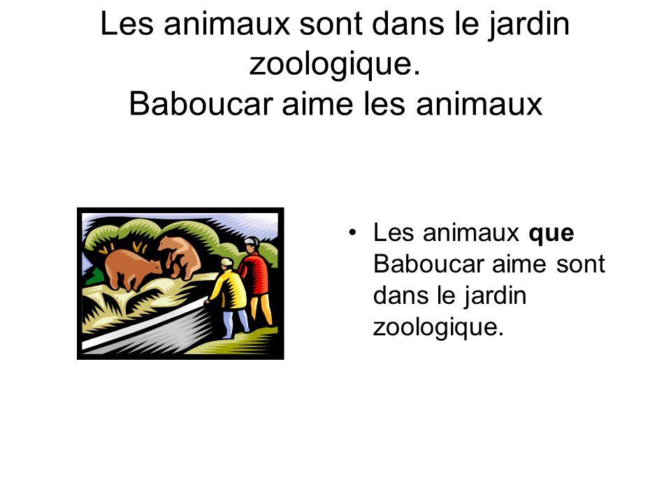 Les animaux sont dans le jardin zoologique.