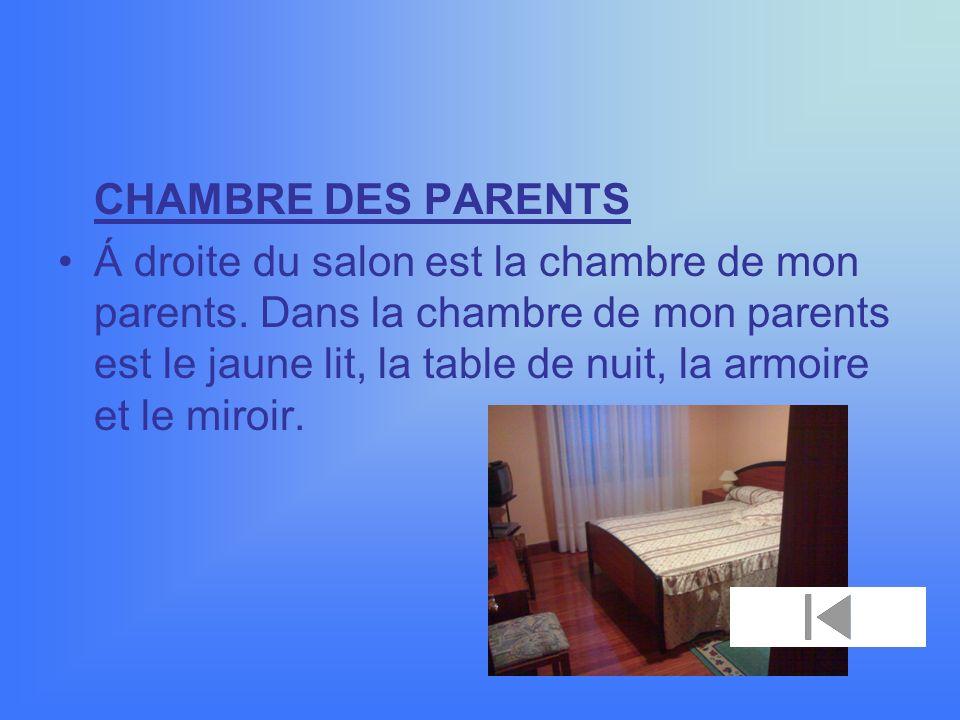 CHAMBRE DES PARENTS Á droite du salon est la chambre de mon parents.