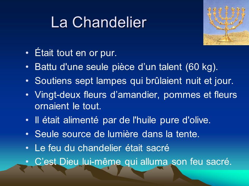 La Chandelier Était tout en or pur. Battu d'une seule pièce dun talent (60 kg). Soutiens sept lampes qui brûlaient nuit et jour. Vingt-deux fleurs dam