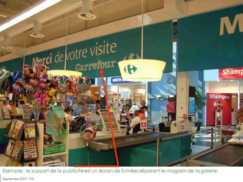 Septembre 2007- 103 Exemple : le support de la publicité est un écran de fumées séparant le magasin de la galerie.