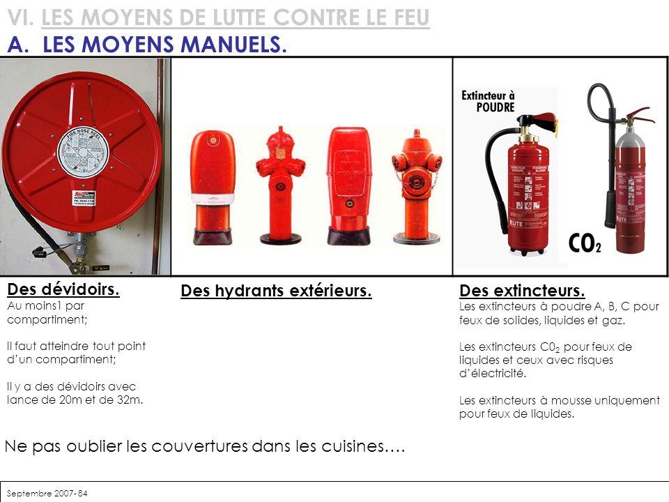 Septembre 2007- 84 VI. LES MOYENS DE LUTTE CONTRE LE FEU A. LES MOYENS MANUELS. Ne pas oublier les couvertures dans les cuisines…. Des dévidoirs. Au m