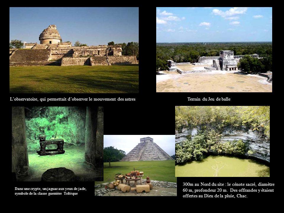 300m au Nord du site : le cénote sacré, diamètre 60 m, profondeur 20 m. Des offrandes y étaient offertes au Dieu de la pluie, Chac. Terrain du Jeu de