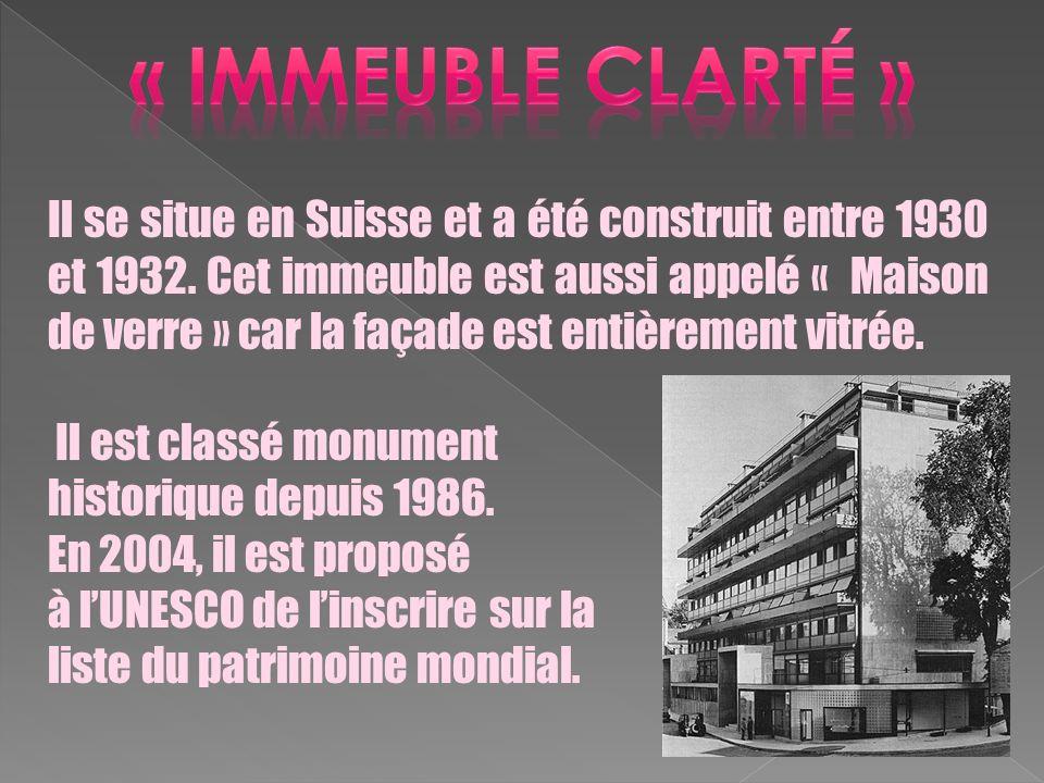 Il se situe en Suisse et a été construit entre 1930 et 1932. Cet immeuble est aussi appelé « Maison de verre » car la façade est entièrement vitrée. I