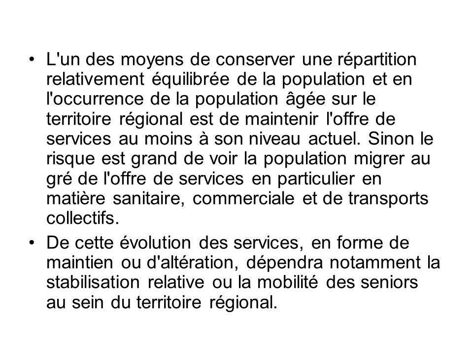 L un des moyens de conserver une répartition relativement équilibrée de la population et en l occurrence de la population âgée sur le territoire régional est de maintenir l offre de services au moins à son niveau actuel.