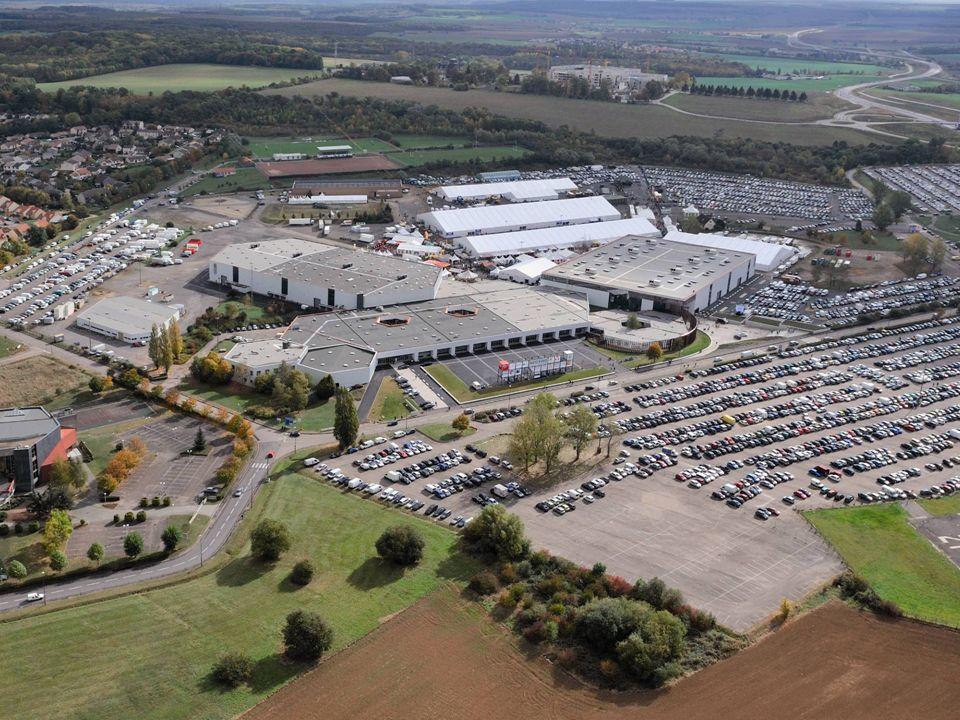 En 1974, création de la SEM Foire Internationale de Metz En 1977, la Ville de Metz met à la disposition de la Société Anonyme dEconomie Mixte, Foire Internationale de Metz, un terrain de près de 50 Ha sur le site actuel de « Metz Grigy ».