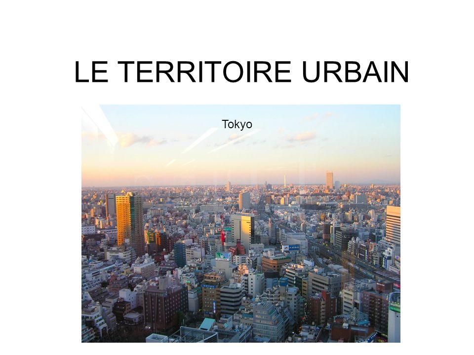 Les fonctions urbaines (Influences et liaisons, p.222) Résidentiel Transports Commercial Industriel Récréatif Édifices publics
