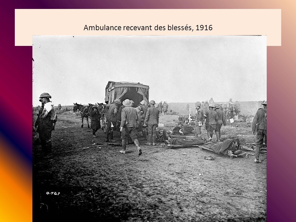 Ambulance recevant des blessés, 1916