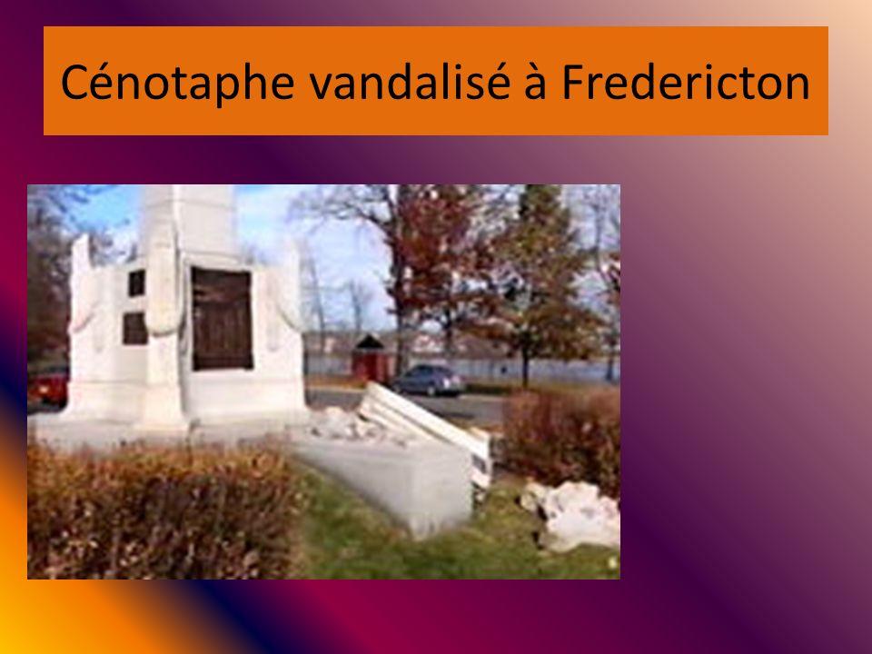 Cénotaphe vandalisé à Fredericton