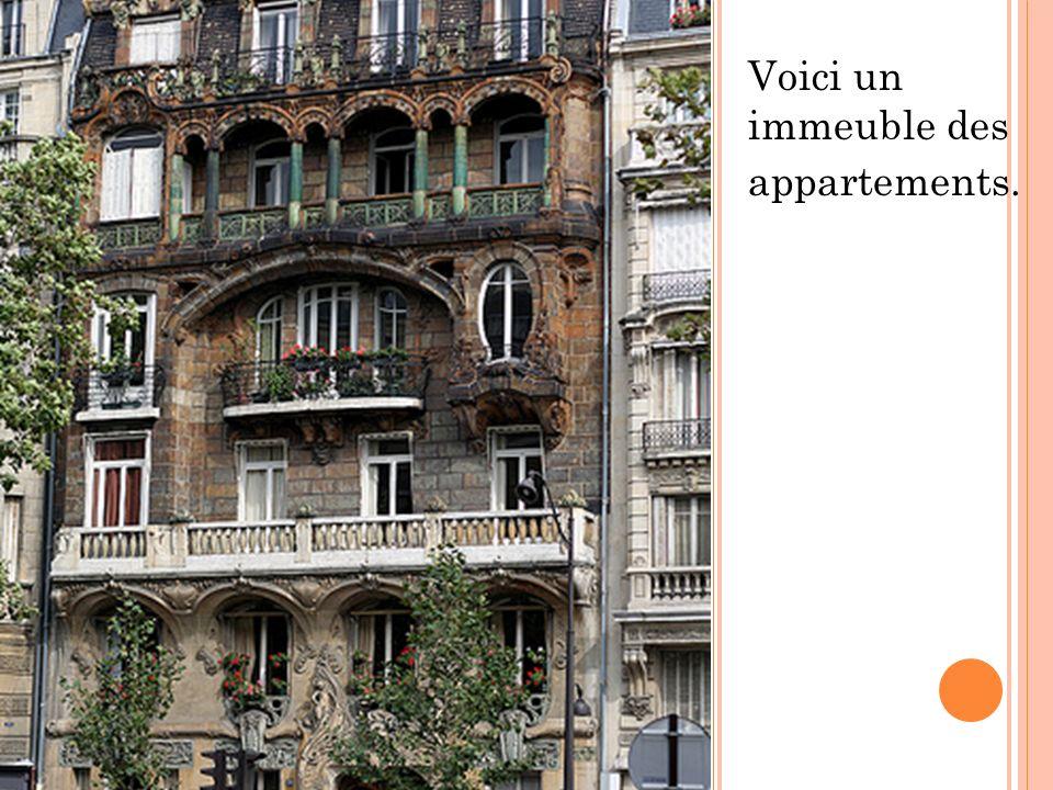 Voici un immeuble des appartements.