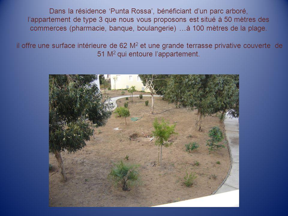 Dans la résidence Punta Rossa, bénéficiant dun parc arboré, lappartement de type 3 que nous vous proposons est situé à 50 mètres des commerces (pharmacie, banque, boulangerie) …à 100 mètres de la plage.