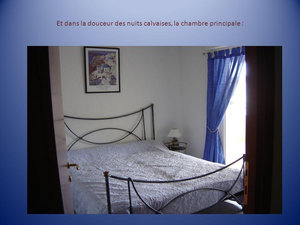 Et dans la douceur des nuits calvaises, la chambre principale :