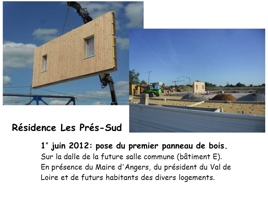 1° juin 2012: pose du premier panneau de bois. Sur la dalle de la future salle commune (bâtiment E). En présence du Maire d'Angers, du président du Va