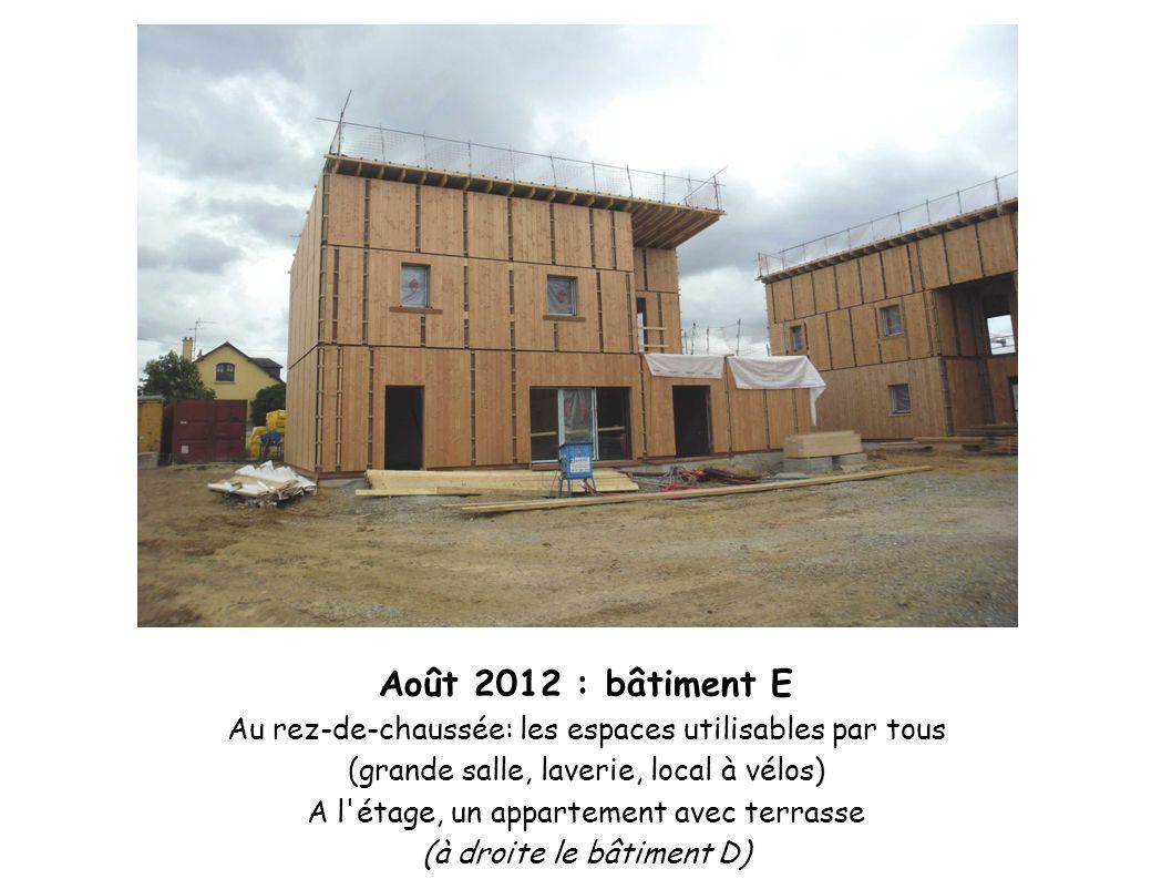 Août 2012 : bâtiment E Au rez-de-chaussée: les espaces utilisables par tous (grande salle, laverie, local à vélos) A l'étage, un appartement avec terr