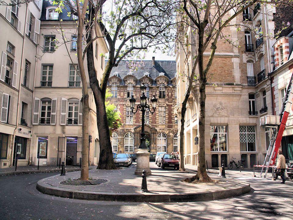 La place Fürstenberg est lune des plus charmantes placettes de Paris. Dans la réalité, ce lieu est une rue car le terre-plein central nimpose pas un s
