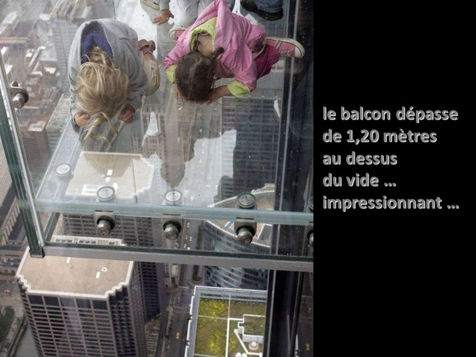 le balcon dépasse de 1,20 mètres au dessus du vide … impressionnant …