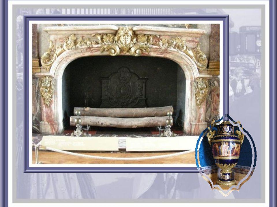 Le salon dHercule fut construit pour servir de cadre au « Déjeuner chez Simon », œuvre de Véronèse, offerte par la République de Venise, en 1664.