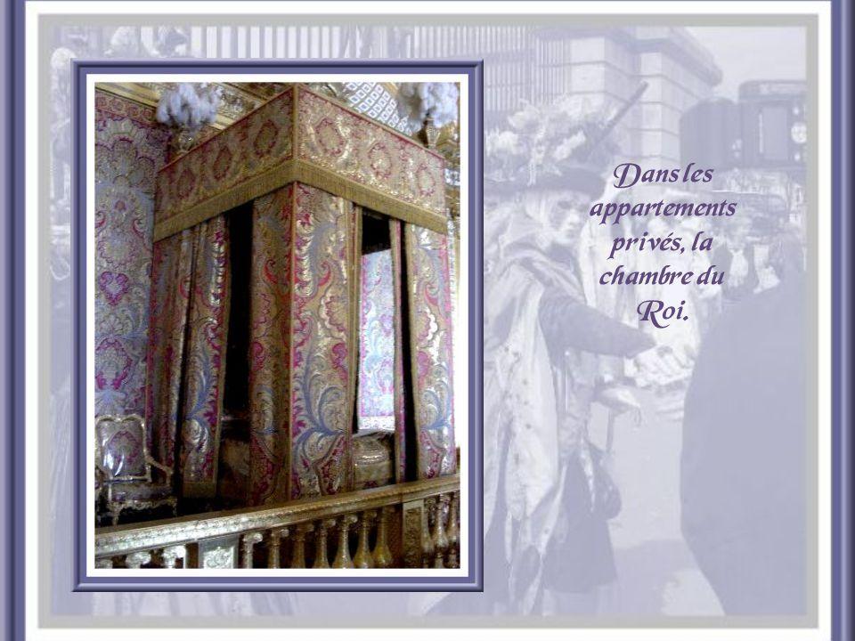 Plafond de la Galerie des Glaces.