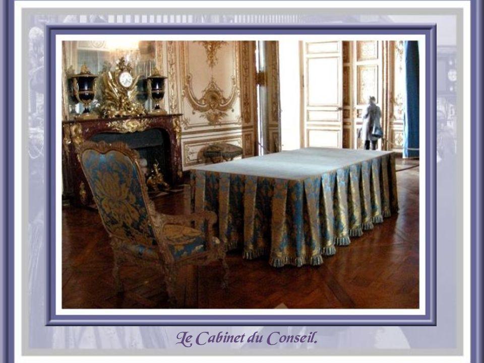 Dans les appartements privés, la chambre du Roi.