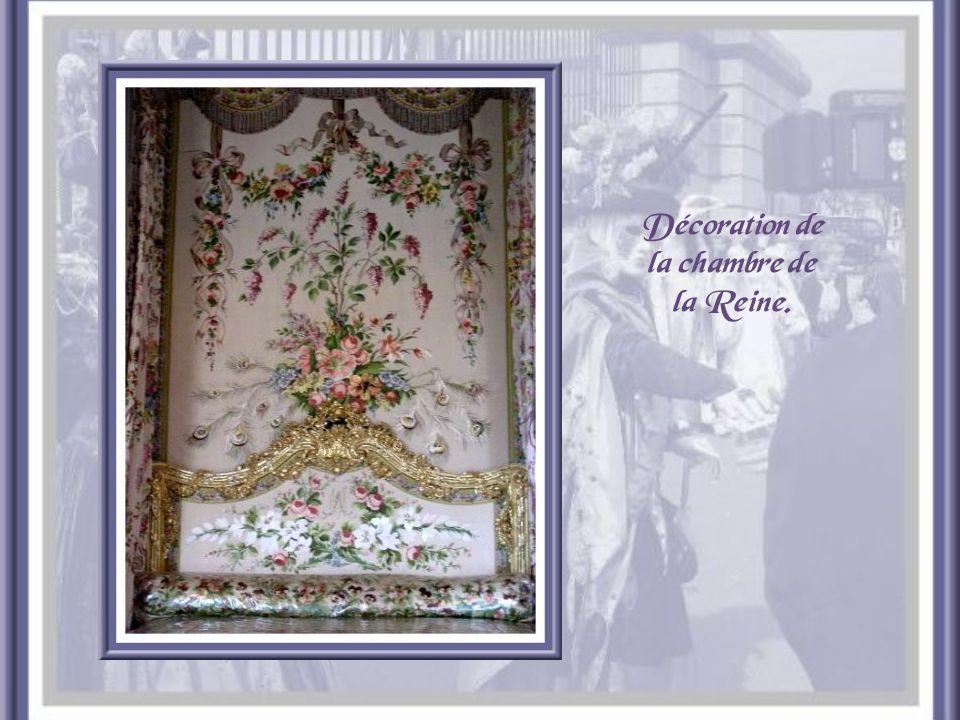 Le lit de la Reine et son Ciel de lit.