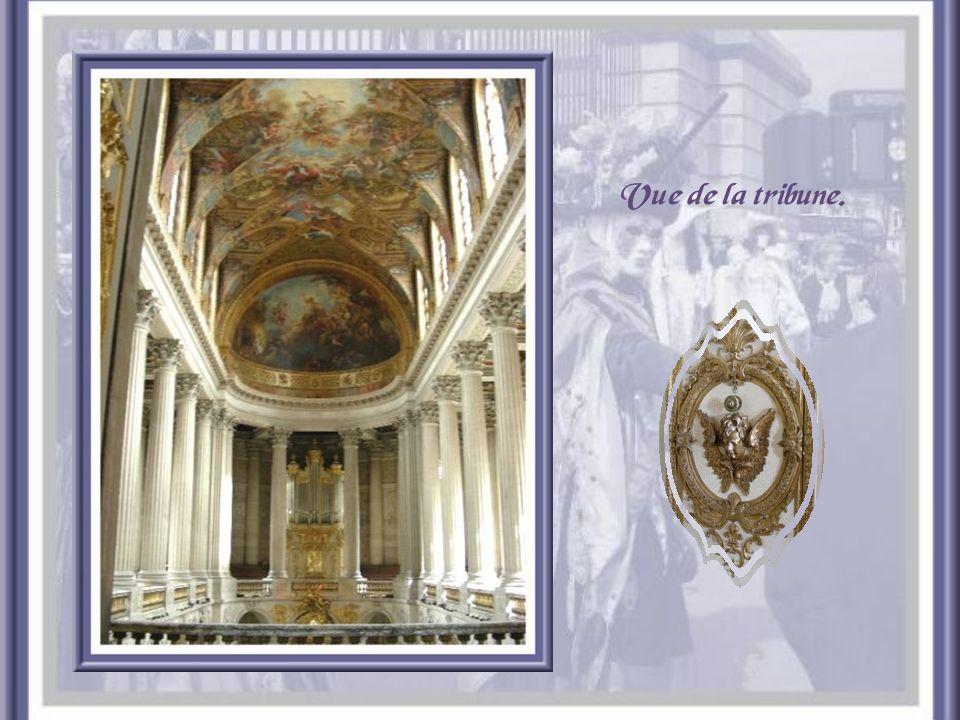 La chapelle dédiée à Saint-Louis fut le dernier édifice construit sous le règne de Louis XIV. Elle fut consacrée en 1710. Elle comprenait deux étages,