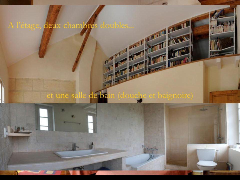 A létage, deux chambres doubles... et une salle de bain (douche et baignoire)