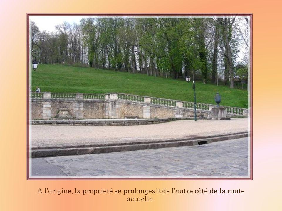 A lorigine, la propriété se prolongeait de lautre côté de la route actuelle.