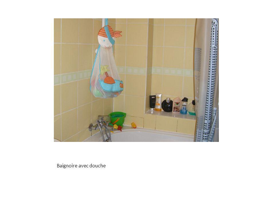 Baignoire avec douche