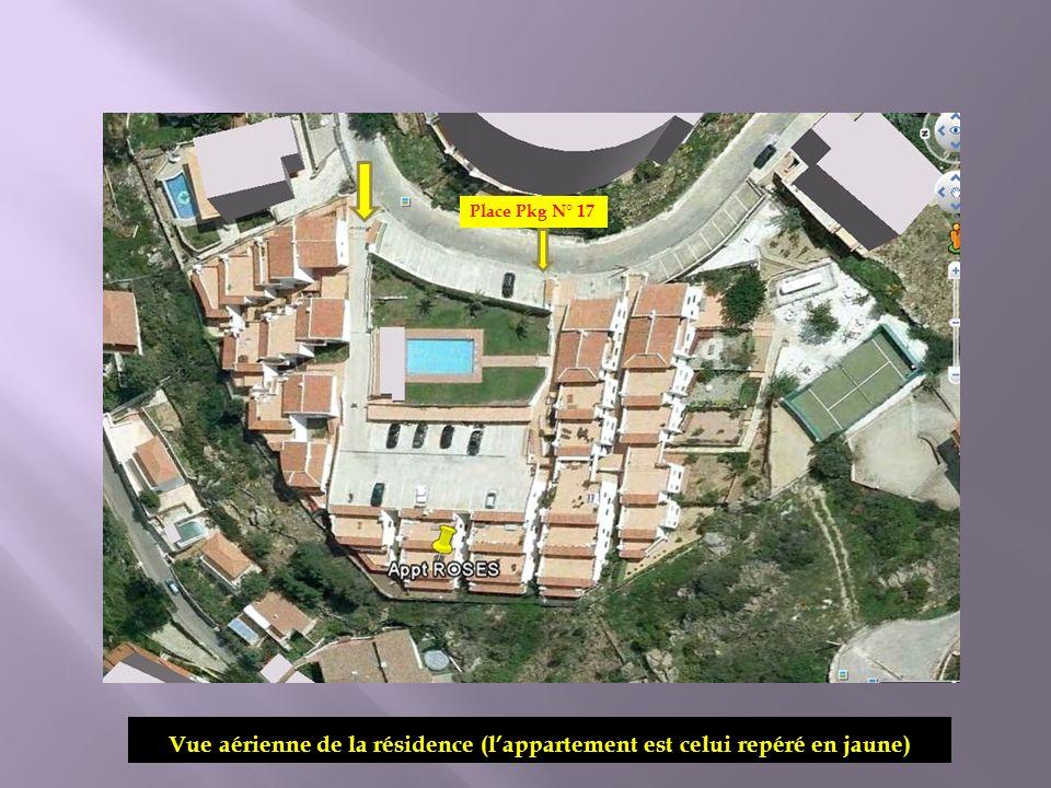 Vue aérienne de la résidence (lappartement est celui repéré en jaune) Place Pkg N° 17